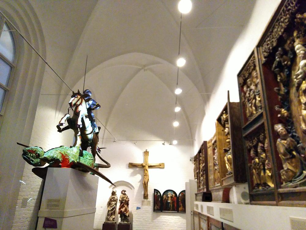 """Nicht nur der Drachen unter der Klinge des Heligen Georgs muss bluten (hier als Lichteffekt, aktiviert durch das Drücken eines """"Langeweile""""-Buttons), sondern auch die dänischen Museen, die Einsparungen verkraften müssen."""